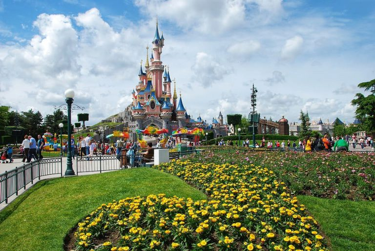 ¿Cuántas atracciones hay en Disneyland Paris? || 2020 ?