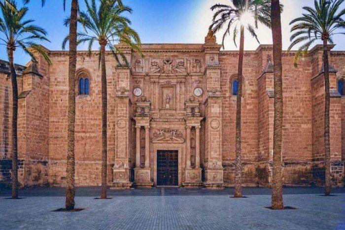 ¿Cuáles son las Catedrales de Andalucía? Historia, horarios y precios
