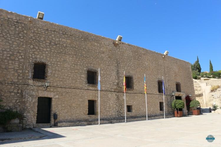 visitar el castillo de Santa Bárbara en Ali
